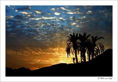 Zonsondergang........ in Garmeh een oase dorpje in de Dasht-e Lut woestijn in Iran.