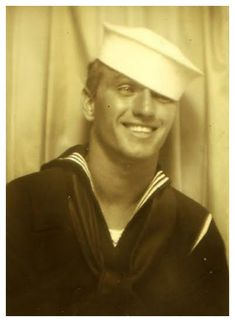 A sailor smiling for a photo booth. I<>--Vintage Photo--<>I Vintage Pictures, Vintage Images, Vintage Men, Vintage Beauty, Marin Vintage, Vintage Photo Booths, Photos Booth, Photographie Portrait Inspiration, Vintage Sailor