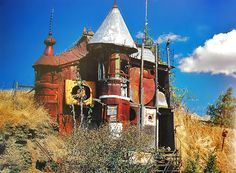 In Pullman, Washington, art teacher Victor Moore constructed this trash palace from car parts and windows, plus salvaged sheet metal.