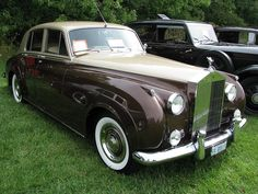 Such a pretty car!   #moneymoneymoney #rollsroyce