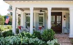 Get some inspiration for your haven from the pages of Southern Lady by browsing five fabulous Southern porches from the pages of our magazine. Southern Landscaping, Farmhouse Landscaping, Driveway Landscaping, Hydrangea Landscaping, Landscaping Design, Landscaping Plants, Front Porch Landscape, Front Porch Design, Front Porch Garden