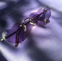 Imagen de purple, glasses, and heart Violet Aesthetic, Lavender Aesthetic, Aesthetic Colors, Aesthetic Photo, Aesthetic Pictures, Aesthetic Beauty, Pastel Purple, Purple Rain, Shades Of Purple