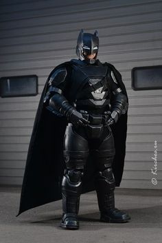 Armored Batman. Men Cosplay. Cosplay costume and armor superhero cosplay. Batman masks and cowl. Diy Paper craft. BVS, Dawn of justice, Justice league, Dark Knight