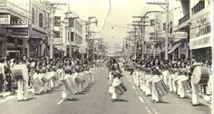 Década de 60 - Fanfarra em desfile pela rua 12 de Outubro no bairro da Lapa.