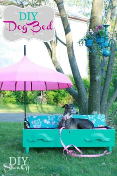 DIY Dog Bed, how cute is that? Love the umbrella for outdoor sunning ♥