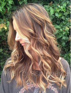 COLOR -- Ecaille, or tortoiseshell hair, is a beautiful mix of golden brown, chestnut tones and honey blonde for a blended brunette balayage.