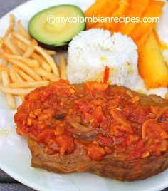Sobrebarriga en Salsa Criolla (Flank Steak with Colombian Creole Sauce) - wonder how it would b w pork chops Colombian Dishes, My Colombian Recipes, Colombian Cuisine, Beef Recipes, Cooking Recipes, Cuban Recipes, Recipies, Creole Sauce, Spanish Dishes