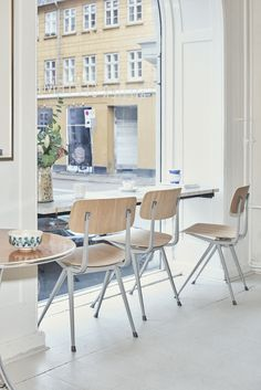 Stockholm Design Week 2017 – the best of softness and seating - News - Frameweb Danish Modern, Kitchen Chairs, Dining Chairs, Chair Design, Furniture Design, Interior Styling, Interior Design, Stylish Chairs, Design Bestseller
