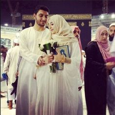 they had their nikkah done in makkah, how perfect is that??
