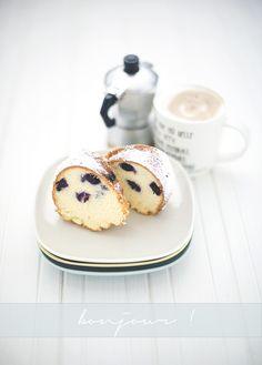 ... mascarpone and blueberry cake ...