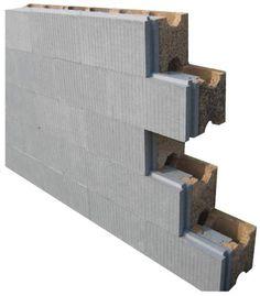 El borde machihembrado de las placas aislantes facilita el alineamiento de los bloques.