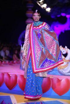 A model walks the ramp for Ritu Beri