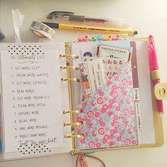 3.Stuffed pockets #marchplannerchallengelove #filofaxaddicted #filofax #filofaxing #kikkikgold #kikkik #planneraddict #plannergoodies #planner #plannerlove #plannernerd #organiser #organized