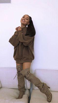 Ariana Grande : ses looks en cuissardes 2018 MY moonlight Ariana Grande Fotos, Ariana Grande Images, Ariana Grande Photoshoot, Ariana Grande Linda, Ariana Grande Style, Ariana Grande Smiling, Ariana Grande Outfits Casual, Ariana Grande 2018, Ariana Grande Hair