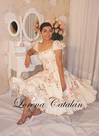 Vestidos de Huasa China: Temporada 2012 Modest Dresses, Dance Dresses, Flower Girl Dresses, Hijab Fashion, Fashion Outfits, Women's Fashion, Dress Sites, Pin Up, Glamour