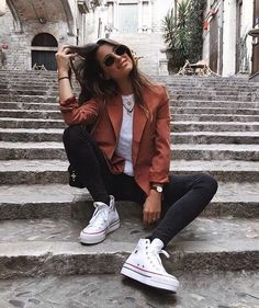 Why Editorial Fashion Photography is Such a Great Thing – Designer Fashion Tips 90s Fashion, Fashion Outfits, White Fashion, Street Fashion, Trendy Outfits, Cute Outfits, Best Photo Poses, Foto Casual, Fashion Photography Poses