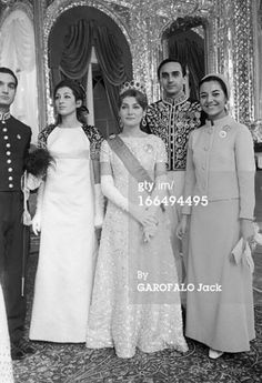 شاهيناز بهلوي ابنة شاه ايران من الأميرة فوزية فؤاد و ذلك أثناء حفل تتويجها أميرة للعرش الطاووسي 1967