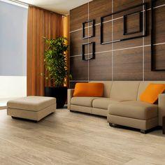 O piso vinílico além de possuir várias opções de estampa, tem fácil manutenção, instalação e limpeza, é antialérgico, não acumula poeira, é resistente à riscos e não absorve umidade podendo até mesmo ser lavado.