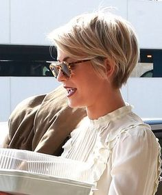 12 Awesome Long Pixie Hairstyles & Haircuts To Inspire You ! Lily Cole Long Pixie Hairstyles Short h Long Pixie Hairstyles, Short Pixie Haircuts, Hairstyles Haircuts, Haircut Short, Blonde Pixie Haircut, Pixie Bangs, Undercut Pixie, Pixie Haircut For Thick Hair Wavy, Short Hair Long Fringe