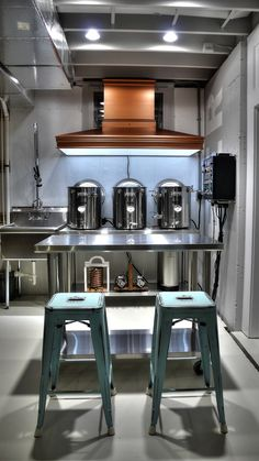 What a beautiful setup! (Customer photo) – Beer brewing equipment – Different types Nano Brewery, Home Brewery, Beer Brewery, Home Brewing Beer, Beer Bar, Brewery Decor, Home Brewing Equipment, Brewery Equipment, Brewery Design