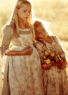 Mika Boorem & Skye McCole Bartusiak in 'The Patriot' (2000).