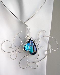 Beadalon German Style wire, by Lilian Chen WOW! This is awesome! Wire Crafts, Jewelry Crafts, Jewelry Art, Heart Jewelry, Metal Jewelry, Beaded Jewelry, Wire Wrapped Necklace, Making Ideas, Handcrafted Jewelry