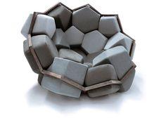 ジオメトリー(幾何学)は、自然界から生まれた、デザインにも応用される概念のひとつ。クリスタルや雪の結晶など、本 […]