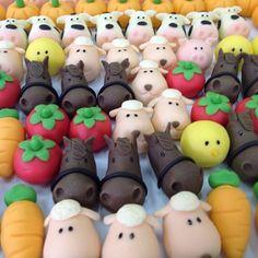 Quem tem coragem de comer? São fofos demais!! ☺️ #fazendinha #docesmodelados #modelagem #vaquinha #cavalo #verduras #porquinho #docedunite #leiteninho #amotudoisso