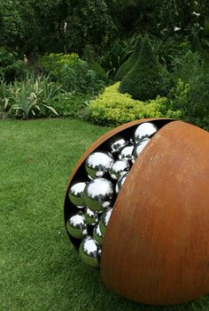 Sculpture Pomegranate