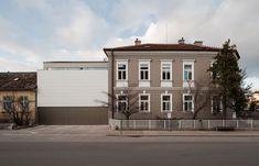 Sanierte Gründerzeitvilla in Baden Style At Home, Villa, Mansions, House Styles, Home Decor, Bregenz, Bathing, Homes, House