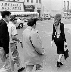 Vikki Dougan was a model and actress known for appearing in low cut and backless dresses. She's rumored to be the inspiration for Jessica Rabbit. Here she is walking down Hollywood Boulevard (not too far from The Max Factor Building) in the Vintage Glam, Mode Vintage, Vintage Love, Vintage Beauty, Vintage Fashion, Vintage Photos, Vikki Dougan, Girls Black Dress, Vintage Photography