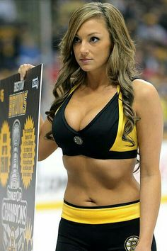 If I had known that ice honeys had the sexiest and most lickable bellies and tummyholes in the world, I'd've been attending hockey games YEARS AGO! Football Cheerleaders, Cheerleading, Boston Bruins Hockey, Chicago Blackhawks, Professional Cheerleaders, Hockey Girls, Hockey Mom, Ice Girls, Grid Girls