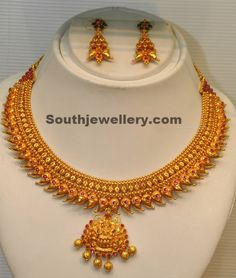 Latest Design Of Gold Necklace traditional mango necklace qulwidj - Jewelry Amor Gold Jewellery Design, Gold Jewelry, Gold Necklaces, Diamond Jewellery, Gold Bangles, Statement Jewelry, Cuff Bracelets, Antique Necklace, Antique Jewellery