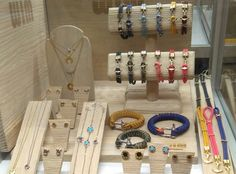 Gran presentación de la marca de joyas WIM Jewelry en la #FeriadeJoyería del IFEMA de Madrid. Hace unas semanas os hablamos de ella y tras la presentación oficial en #MADRIDJOYA, ha tenido un gran éxito entre el público visitante. Colección disponible en http://www.todo-relojes.com/complementos.asp?tipo=43 #joyasWIM #joyasdediseño #todorelojes