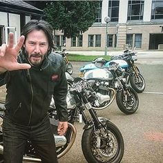 Keanu Reeves looking boss as always! Loving this! #kaferacers ------- Would you ride this? Rate 1 to 10! ------- Via - Tag the owner! ------- Follow @kaferacers for daily images ------- #keanu #keanureeves #motor