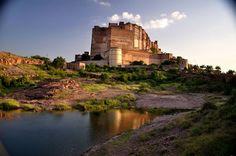 Fortalecido por paredes grossas, o castelo guarda imensa riqueza cultural em seu interior - Foto: Divulgação/ Mike Enage