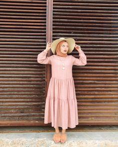 "Şüheda Türkoğlu on Instagram: ""👒 Elbise @modanisa : 985924"" Muslim Fashion, Modest Fashion, Hijab Fashion, Fashion Outfits, Womens Fashion, Hijab Dress, Hijab Outfit, Simply Fashion, Designs For Dresses"