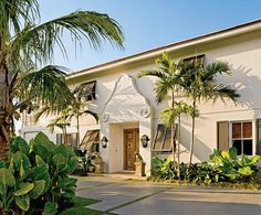 A tropical take on classical in Palm Beach by Lars Bolander.
