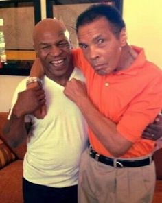 """home-of-hip-hop: """" killafornia-life: """" Mike Tyson x Muhammad Ali """" I fucking love this photo, made me smile. Mohamed Ali, Ufc, Boxe Fight, Boxe Mma, Foto Picture, Nice Picture, World Boxing, Float Like A Butterfly, Boxing Champions"""