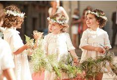Y q me decís de estas damitas y esta foto ideal de @fotografia_ainhoa?? #bodas #wedding #arras #damitas #pajes #niñasdearras #flowergirl #weddinginspo #lacomuniondemaria #unlugarparalosmomentosbonitos
