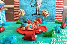 Large baby cat in the hat, Dr Seuss baby is so cute. Baby Shower, Birthday, Baptism, Cake Topper and maybe because she is just cute.