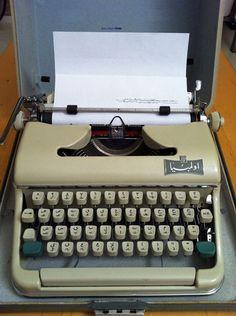 portable arabic typewriter