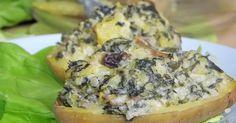 Pyszne pieczone ziemniaki z nadzieniem ze szpinaku, fety i pieczarek.