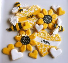 Lizy B: Sunflower Cookies! A Perfect Petal Tutorial!