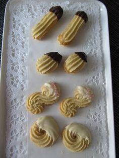 Lempikakku: Muropikkuleivät Finnish Recipes, Sweet Pastries, Cookie Jars, No Bake Desserts, Cake Pops, Baking Recipes, Gingerbread, Biscuits, Goodies