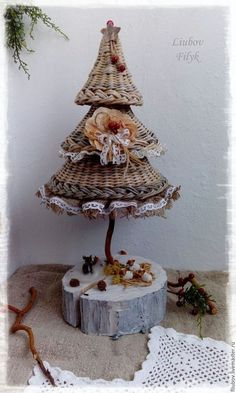 Best Christmas Crafts for Kids, Christmas Crafts Ideas, Christmas Home Decorations Christmas Baskets, Christmas Crafts For Gifts, Christmas Fun, Christmas Ornaments, New Year's Crafts, Diy And Crafts, Crafts For Kids, Basket Weaving Patterns, Bird Houses Diy