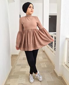 Pinterest: just4girls Modern Hijab Fashion, Street Hijab Fashion, Hijab Fashion Inspiration, Abaya Fashion, Muslim Fashion, Hijab Style Dress, Casual Hijab Outfit, Hijab Chic, Mode Outfits