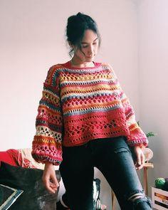 Beautiful colors from Crochet Cardigan, Knit Crochet, Knitting Patterns, Crochet Patterns, Hijab Style, Mode Boho, Crochet Woman, Crochet Braids, Crochet Fashion