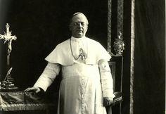 Pope Pius XI Papa Pio Xi, Pope Pius Xi, Kirchen, Bento, Religion, Batman, Statue, Superhero, Fictional Characters