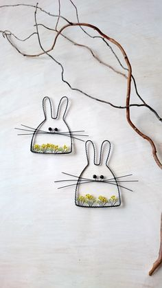 Wire Crafts, Bead Crafts, Diy And Crafts, Crafts For Kids, Copper Wire Art, Wire Jig, Wire Ornaments, Seashell Art, Beading Projects